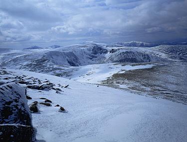 Looking down on Ben Macdui, from CairnGorm Highland ridge, Scotland, UK  -  Jim Hallett/ npl