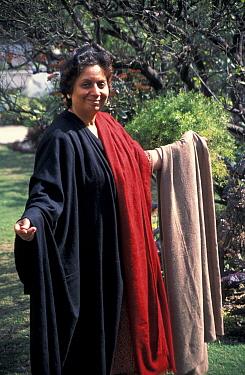 Indian lady wears shatoosh shawl made fromangered Tibetan antelope, Delhi  -  Vivek Menon/ npl