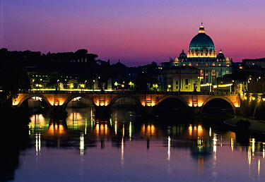 St Peters Basilica San Pietro (Vatican City) at sunset, Rome, Italy  -  Gavin Hellier/ npl