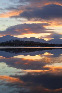 Sunset over Loch Laggan, Creag Meagaidh NNR, Highland, Scotland, UK, December 2010  -  Peter Cairns/ 2020V/ npl