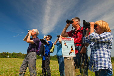 Birdwatchers watching Red Kite in the Urban Red Kite area of the Derwent Valley, Gateshead, Tyne and Wear, UK, on the edge of Tyneside following on from the 'Northern Kites' re-introduction programme...  -  Rob Jordan/ 2020V/ npl