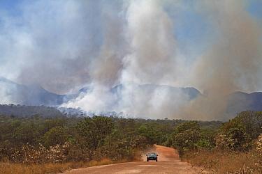 Fires at the peak of the dry season Chapada dos Veadeiros National Park, Cerrado region, Goias, Brazil  -  Angelo Gandolfi/ npl