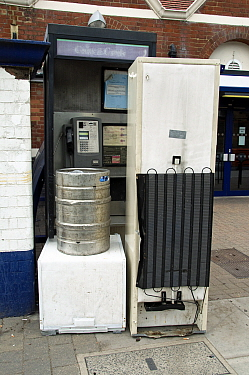 Fly tipping, old household appliances and other scrap metal suitable for recycling blocking the entrance to a public telephone box outside Drayton Park Station, Highbury, London Borough of Islington,...  -  Pat Tuson/ npl