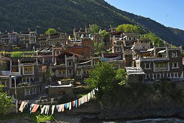 Barkam town, with prayer flags Capital of Ngawa Tibetan and Qiang autonomous prefecture, Qinghai-Tibet Plateau, Sichuan Province, China, Asia  -  Dong Lei/ npl