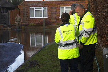 Environment Agency, Army and council officials assisting flooded residents after February 2014 flood from River Thames Chertsey, Surrey, England, UK, 16th February 2014  -  David Woodfall/ npl