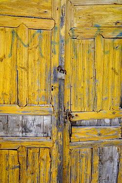 Locked yellow door, Santorin Island, Greece, May 2009  -  Loic Poidevin/ NPL