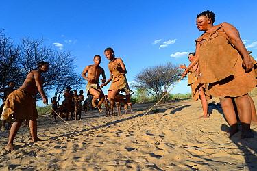 Naro San Bushmen family, women and children playing with skipping rope, Kalahari, Ghanzi region, Botswana, Africa Dry season, October 2014  -  Eric Baccega/ npl