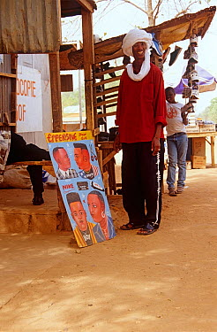 Man at hair salon in Niamey, Niger, 2003  -  Steve O. Taylor/ npl