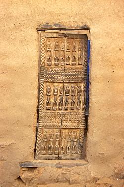 Ritual carving on Dogon door, Bandiagara, Mali, 2005-2006  -  Steve O. Taylor/ npl