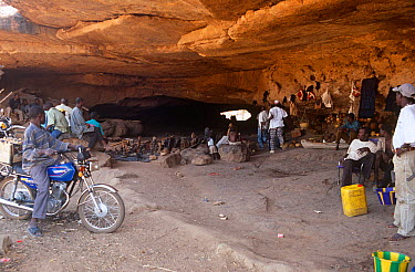 Dogon villagers with curios to sell to passing tourists Mali, 2005-2006  -  Steve O. Taylor/ npl
