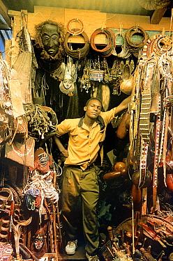 Jua Kali, curio vendor with curios Nairobi, Kenya, 1994  -  Steve O. Taylor/ npl