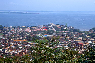 View of Freetown from Fourah Bay college, looking over the natural harbour and Queen Elizabeth quay Sierra Leone, 2004-2005  -  Steve O. Taylor/ npl