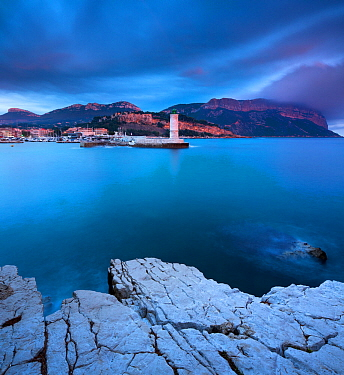 Town of Cassis at dusk, Bouches-du-Rhone, Cote dAzur, Provence, France, October 2012  -  David Noton/ npl