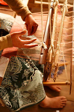 Weaver making silk cloth, Luang Prabang, Laos, March 2009  -  David Noton/ npl