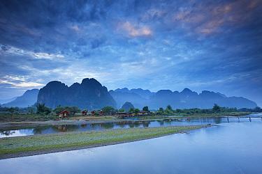 Dawn over the mountains and Nam Song River at Vang Vieng, Laos, March 2009  -  David Noton/ npl