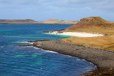 Claigan coral beach, the beaches are not actually coral, but formed from bleached skeletons of a red coraline seaweed (Lithothamnion corallioides) known as maerl Claigan, Isle of Skye, Inner Hebrides,...  -  Alex Hyde/ npl