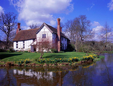 Lower Brockhampton moated manor house, Herefordshire, England  -  Will Watson/ npl