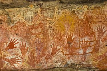 Aboriginal rock art paintings of hands at Main Art Site, Mt Borradaile, Arnhem Land, Northern Territory, Australia  -  Steven David Miller/ npl