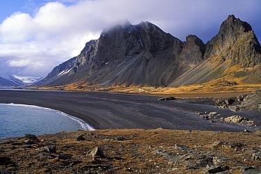 Mountain range bordering the fjord Lonsfj�rdur, SE Iceland 2005  -  Jouan & Rius/ npl