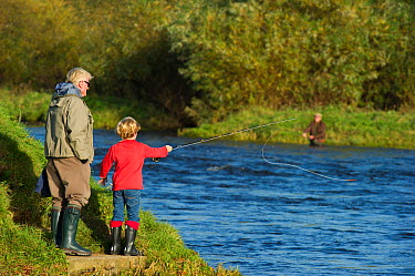 Family fishing from the bank of the River Tweed at Junction Pool, Kelso, Roxburghshire, Scotland, UK, October 2011 2020VISION Exhibition 2020VISION Book Plate Did you know? The most popular UK sport b...  -  Rob Jordan/ 2020V/ npl