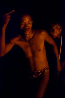 Zu, 'hoasi Bushmen dance around a fire as part of a traditional Trance Dance where a Sangoma (Zulu healer) will perform traditional healing while in an altered state of consciousness Kalahari, Botswan...  -  Neil Aldridge/ npl