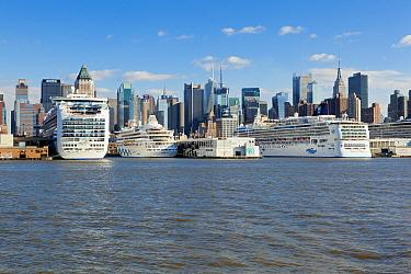 Luxury cruise liners infront of Midtown Manhattan across the Hudson River, New York, USA, October 2011  -  Gavin Hellier/ npl