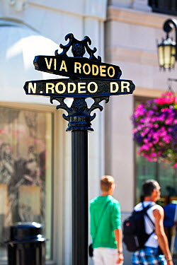 Rodeo Drive sign, Beverly Hills, Los Angeles, California, USA, July 2011  -  Gavin Hellier/ npl