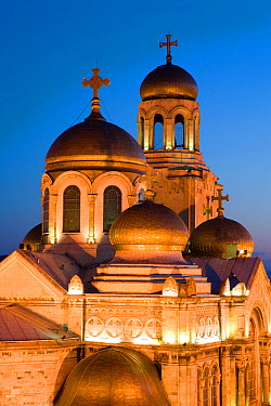 Cathedral of the Assumption of the Virgin, built between 1880 and 1886 is the main symbol of the city with it's gold domes and stained glass windows, illuminated at dusk, Varna, Black Sea Coast, Bulga...  -  Gavin Hellier/ npl