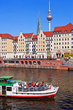 Tour boat on the Spree Canal in front of St Nicholas Quarter, Berlin, Germany, 2007  -  Gavin Hellier/ npl