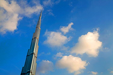 Looking up at the Burj Khalifa, completed in 2010, the tallest man made structure in the world, Dubai, United Arab Emirates 2011  -  Gavin Hellier/ npl