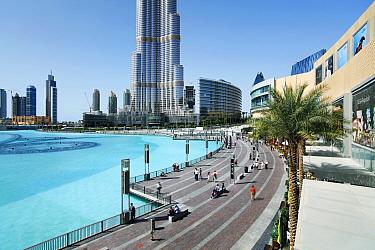 The Burj Khalifa with luxury development below, Dubai, United Arab Emirates 2011  -  Gavin Hellier/ npl