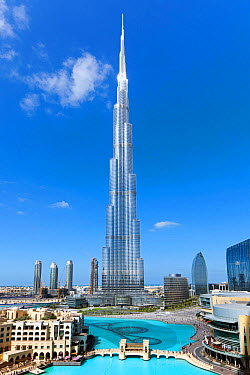 The Burj Khalifa, completed in 2010, the tallest man made structure in the world, Dubai, United Arab Emirates 2011  -  Gavin Hellier/ npl