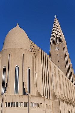 Hallgrimskirkja, the vast modernist church that looms over Reykjavik, Iceland 2006  -  Gavin Hellier/ npl