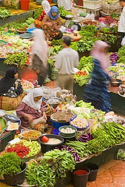 Women selling fruit and vegetables in the towns central market, Kota Bharu, Kelantan State, Malaysia 2008  -  Gavin Hellier/ npl