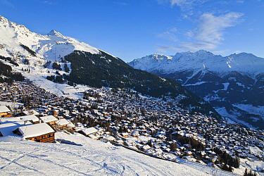 Ski slopes and resort of Four Valleys region, Valais, Verbier, Bernese Alps, Switzerland January 2009  -  Gavin Hellier/ npl