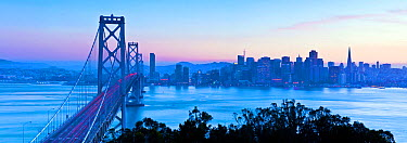 Panoramic City skyline and Bay Bridge from Treasure Island, San Francisco, California, USA 2011  -  Gavin Hellier/ npl