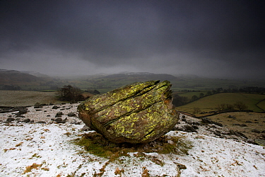 The Norber Erratics. Blocks of older Silurian sandstone, perched on top of younger Carboniferous limestone, that were left by retreating ice at the end of the last Ice Age, Clapham, Yorkshire, winter