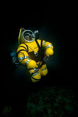 Mike de Gruy operating Nuwt suit, taken on location for BBC 'Pacific Abyss' series, Palau, Western Pacific, April 2007