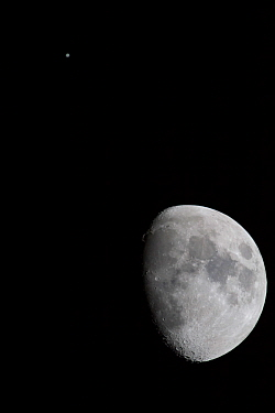 Jupiter and the Moon in conjunction, on the night of 21 January 2013.