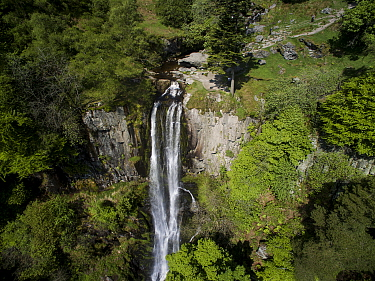 Pistyll Rhaeadr, a waterfall located a few miles from the village of Llanrhaeadr-ym-Mochnant in Powys, Wales, UK. The river / Afon Disgynfa falls 73m down a cliff face of Silurian rocks - one of the s...