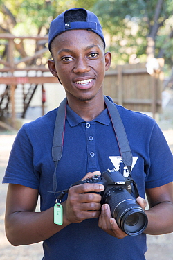 Pupil with DSLR camera during residential photography course organised by Wild Shots Outreach. Kruger National Park, South Africa, June 2017.