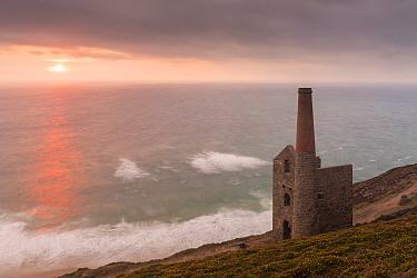 Wheal Coates engine house of old Cornish tin mine, at  sunset, St Agnes, Cornwall, UK. August 2016.