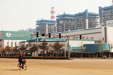 Coal fired power station, north of Beijing, China. March 2009. In 2008 China officially became the worlds largest emitter of greenhouse gases.