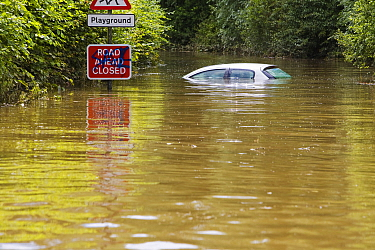 Main road into Tewkesbury from the south is cut off in floodwaters, Tewkesbury, Gloucestershire, England, UK, 24th July 2007.
