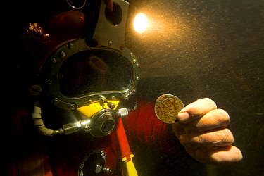 Archaeologist with Spanish Silver Pillar dollar from the Dutch East India ship - 'Rooswijk' wrecked on the 9th January 1740 on the Goodwin Sands. England, UK, September 2017.