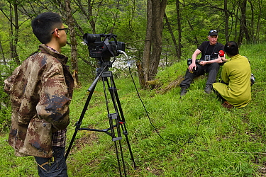 Wildlife photographer Staffan Widstrand interviewed by Sichuan TV, Tangjiahe National Nature Reserve, Qingchuan County, Sichuan province, China