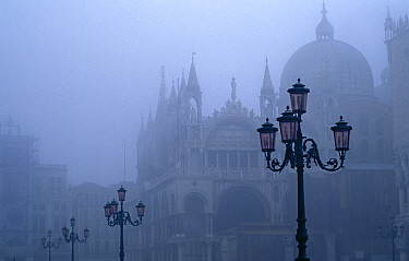 Doges Palace and Venetian lamps in mist. St Mark's Square, Venice, Italy. The Doge's palace is the biggest civic building in Venice built between the 14th and 16th century. For centuries it was the ho...