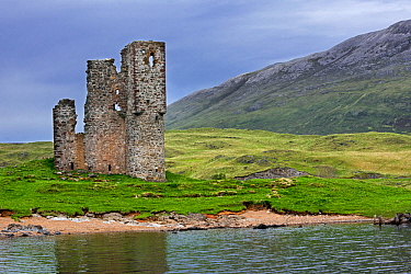 16th century Ardvreck Castle ruin at Loch Assynt in the Scottish Highlands, Sutherland, Scotland, UK, May 2017