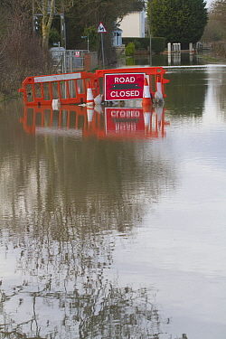Road closed sign in flooded lane following February 2014 floods in Severn valley, Gloucestershire, England, UK, 7th February 2014.