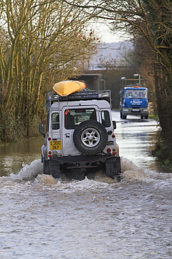Landrover with kayak driving through water during the February 2014 floods, Gloucestershire, England, UK, 7th February 2014.